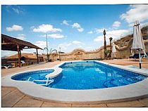 Piscina con spa integrado.